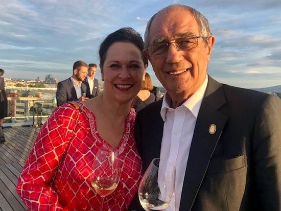 A picture shows DS Annemarie Foidl (presidentin Austrian Sommelier Union) and Bryan Dawes MS (Education Chair – Courtof Master Sommliers); picture provided.