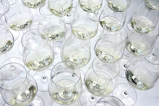 A picture shows wineglasses