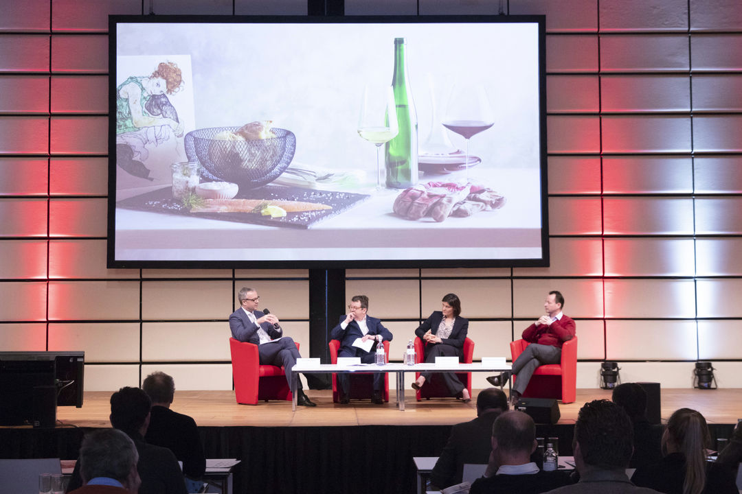 "A picture shows the panel discussion ""Higher Price-positioning through Closely Focussed Origins"", f.l.t.r.: Jens Beckert, Willi Klinger, Gaia Gaja, Michael Moosbrugger, © AWMB/Sebastian Philipp."