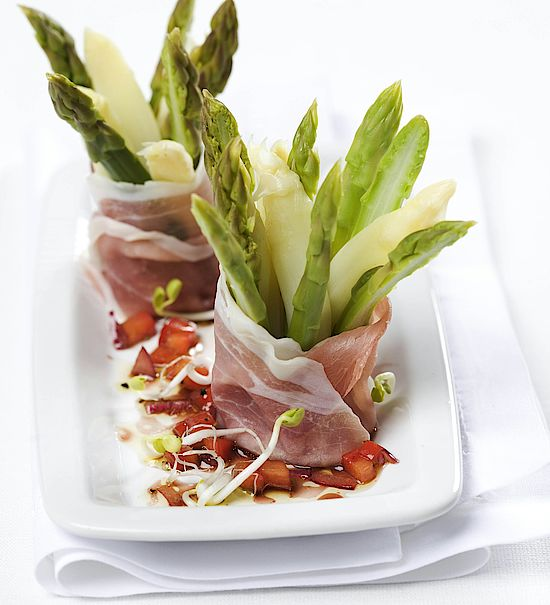 A picture shows asparagus with ham