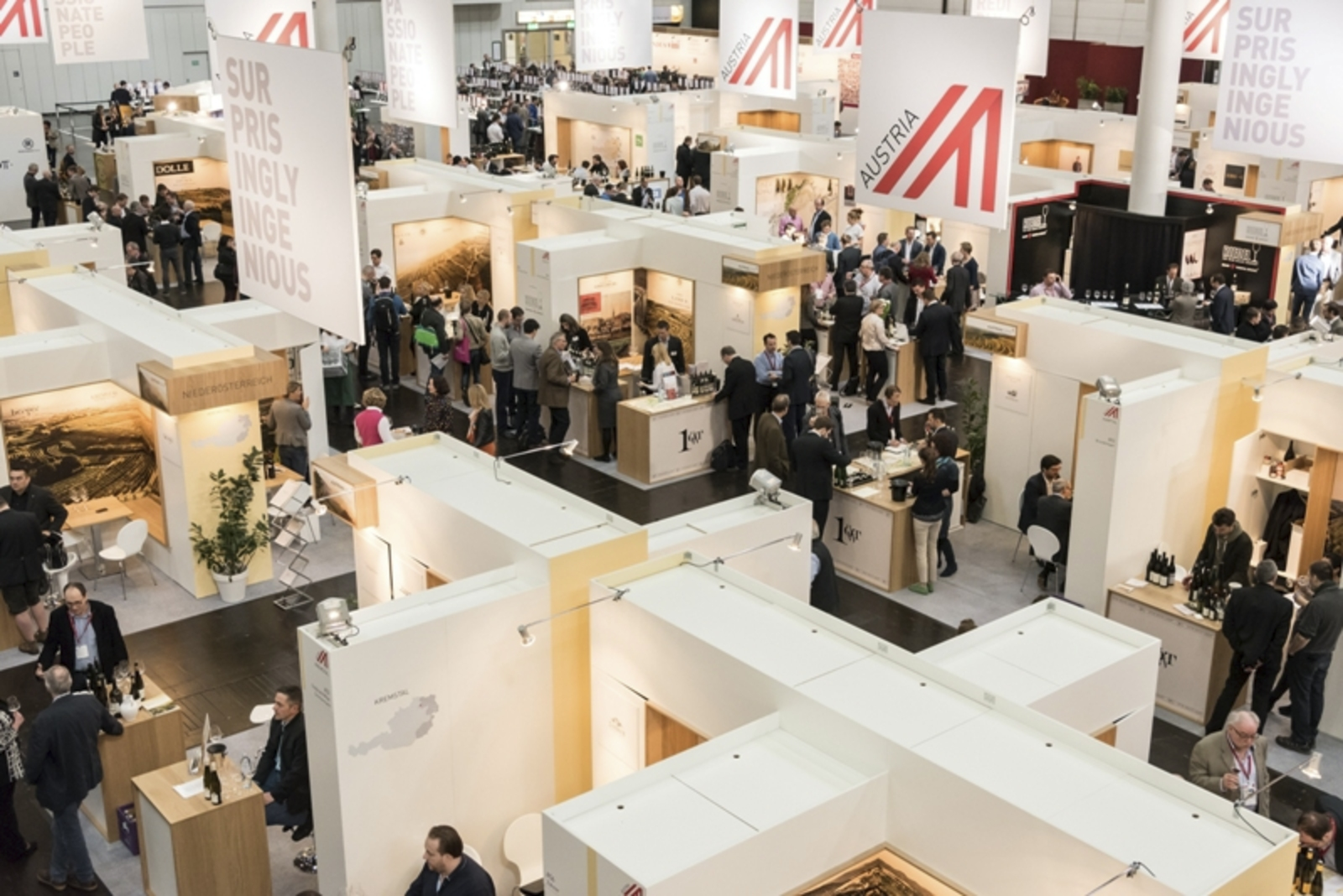 A picture shows the ProWein Austrian Wine hall 17 © Austrian Wine/Tibor Rauch.